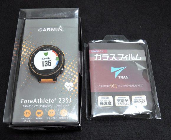 Garmin「ForeAthlete235J」と保護フィルムの外観写真