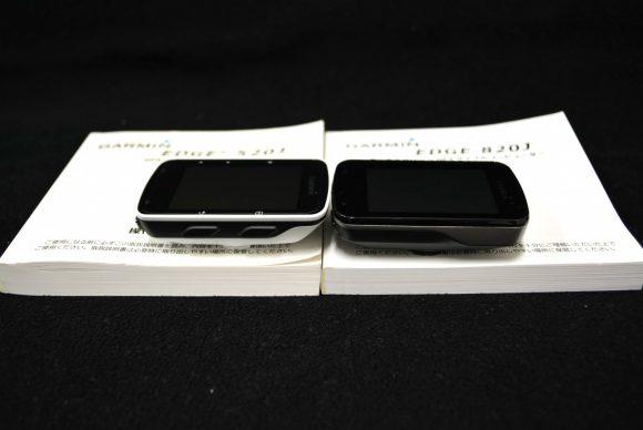Garmin「Edge820J」と「Edge520J」の本体右側面の比較