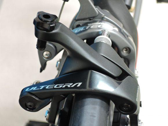 シマノアルテグラ・ブレーキ「BR-R8000」と「BR-6800」の見た目の比較