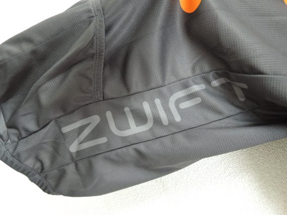 Zwift公式ジャージ 脇腹ロゴ部分