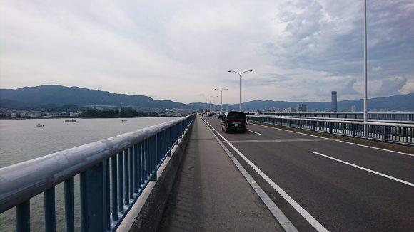 近江大橋の歩道