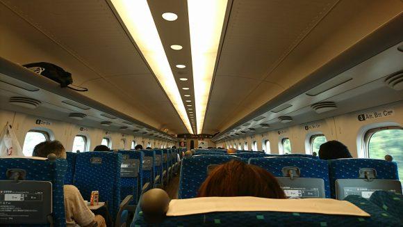 新幹線こだまの社内