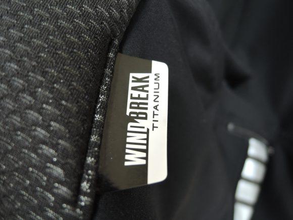 パールイズミ「プレミアム・ウィンドブレーク・ジャケット」
