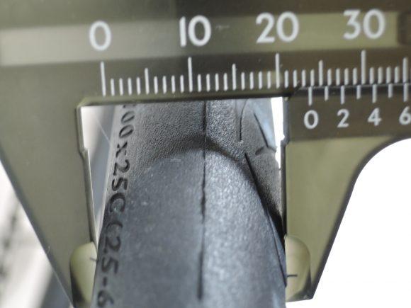 パナレーサー「ジラー」の実際のタイヤの太さ