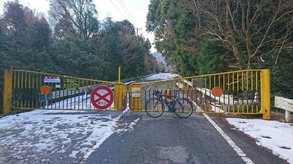 12月下旬の鈴鹿スカイライン冬季通行止めゲート