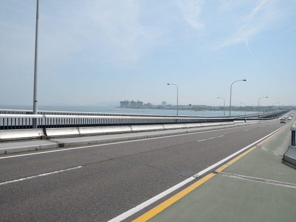 琵琶湖大橋の歩道